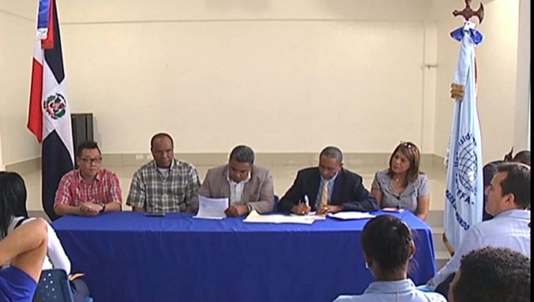 UNEFA y CNTU firman acuerdo que incluye capacitar choferes en nueva ley de tránsito
